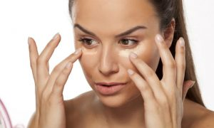 Dá para passar maquiagem e usar filtro solar ao mesmo tempo?