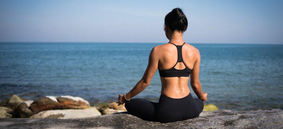 Imagem do post Yoga é uma atividade que pode ajudar no tratamento da ansiedade leve?