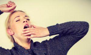 Dormir muito dá sono? Por que nos sentimos mais cansados no dia seguinte?