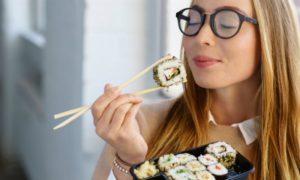 Comer rápido faz mal! Mastigar bem os alimentos ajuda a emagrecer