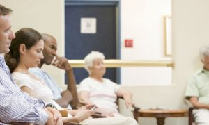 Fila de espera: Como os médicos devem lidar com essa queixa constante de pacientes?