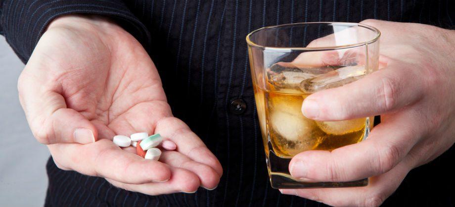 Imagem do post A bebida alcoólica afeta a imunidade e corta o efeito de remédios?