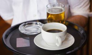 Por que algumas bebidas parecem aumentar a vontade de urinar?
