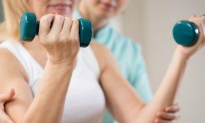 Quais exercícios podem ser realizados para fortalecer as articulações?