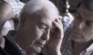 Como os familiares devem lidar com um parente com mal de Alzheimer?