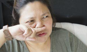 Alergia: Coçar o nariz pode piorar a situação de quem tem o problema?