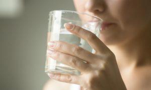 Desidratação: Sintomas e riscos dessa condição associada à diarreia