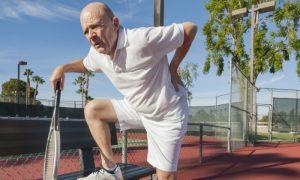Por que a dor nas costas é uma queixa comum de jogadores de tênis?