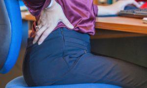 Dor nas costas: Como manter a postura correta no trabalho?