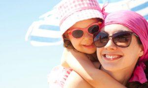 Por que a exposição ao sol pode criar manchas na pele?