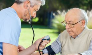 O que é pseudo-hipertensão? Por que ela é mais comum em idosos?
