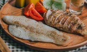 Peixe x frango: Qual das duas carnes é melhor para quem tem colesterol alto?