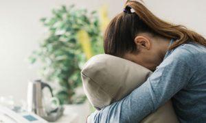 A depressão pode ser causada apenas por fatores ambientais? Quais?