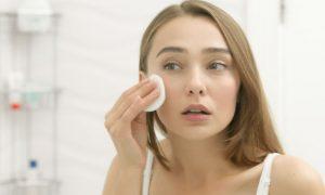Pessoas com pele sensível devem tomar cuidados especiais na hora de lavar o rosto?