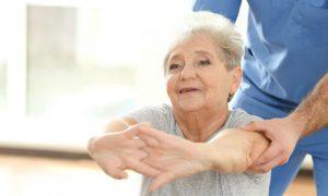 Por que a osteoporose atinge mais mulheres do que homens?