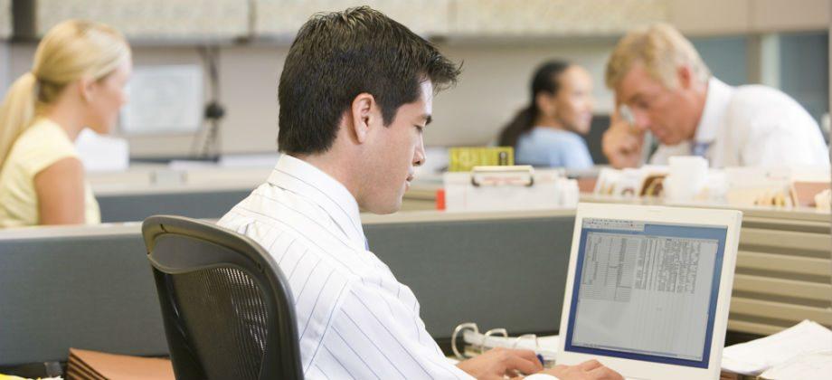 Imagem do post Pessoas que trabalham o dia todo em escritórios devem suplementar a vitamina D?