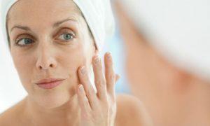 Por que a pele do rosto parece envelhecer mais rápido que o resto do corpo?