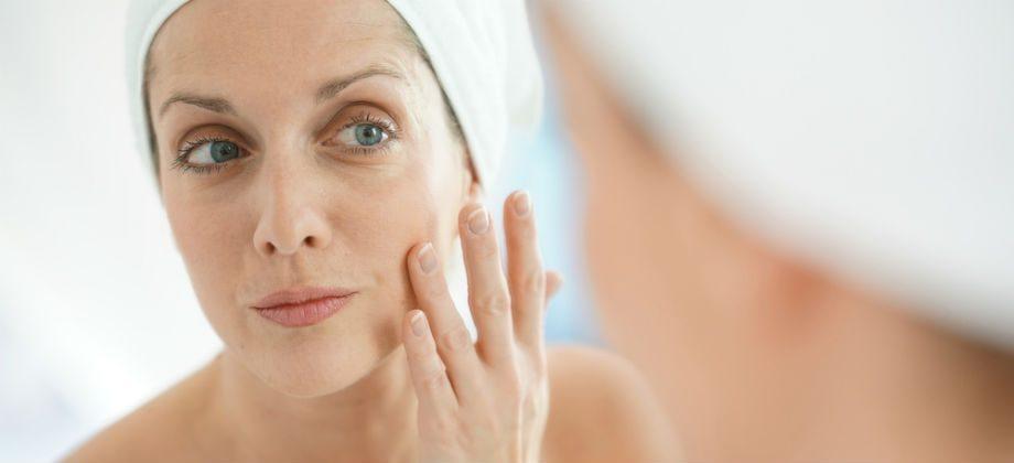 Imagem do post Por que a pele do rosto parece envelhecer mais rápido que o resto do corpo?