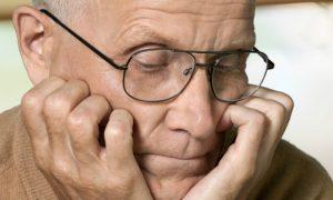 Demência senil: O que causa essa condição que afeta idosos?