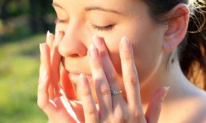 É possível pegar sol e ainda assim ter uma pele jovem?