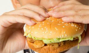Como substituir alimentos gordurosos na dieta das crianças?