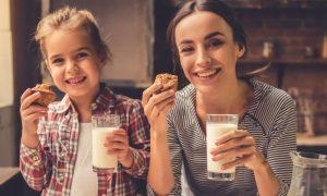 Adotar uma dieta rica em cálcio apenas na vida adulta pode ajudar a reduzir os riscos da osteoporose?