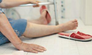Osteoporose: como evitar quedas e fraturas no banheiro?