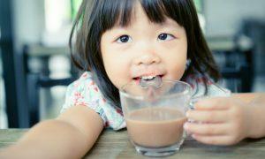 Diarreia: quais são as bebidas que podem atrapalhar o tratamento em crianças?
