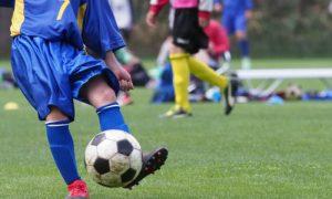 Mineiro vence insônia com tratamento à base de remédio e futebol