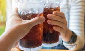 Por que tomar refrigerantes provoca gases?