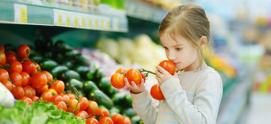 Imagem do post Fazer compras com crianças: hábito pode ajudar na alimentação saudável