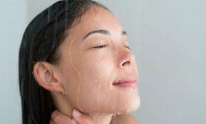 Por que é mais fácil assoar o nariz durante um banho quente?