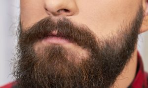 É possível fazer a barba crescer usando medicação contra calvície?