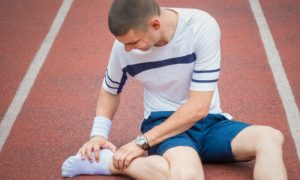 Entorses de joelho e tornozelo: como fazer para aliviar as dores?