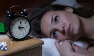 Ter uma hora fixa para dormir ajuda no tratamento contra a insônia?