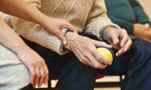 Quadro avançado de Alzheimer: como se preparar para eventuais momentos difíceis com a progressão da doença?