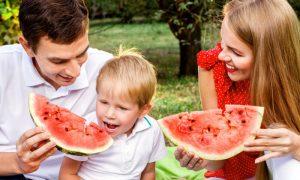Qual deve ser o papel dos pais na alimentação dos filhos?