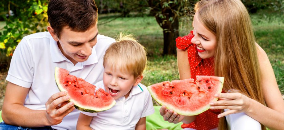 Imagem do post Qual deve ser o papel dos pais na alimentação dos filhos?