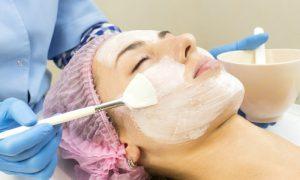 Limpeza de pele: saiba mais sobre procedimento para manter uma pele jovem