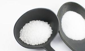 Sal grosso x refinado: há diferença na quantidade de sódio desses ingredientes?