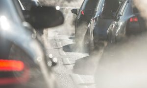 Por que a poluição pode deixar o nariz das pessoas entupido?