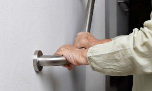 Osteoporose: Algumas medidas simples do dia a dia podem reduzir riscos de quedas