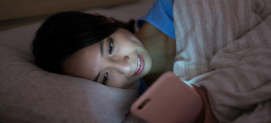 Imagem do post Mexer no celular na hora de dormir pode atrapalhar a qualidade do sono?