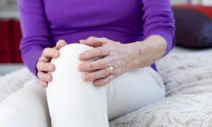 Tratamento da osteoartrite diminui dor articular de moradora de Saquarema, no Rio de Janeiro