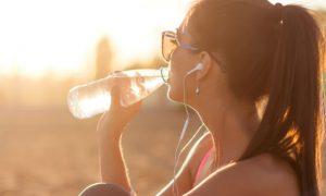 A alimentação tem algum papel na manutenção da saúde do trato urinário?