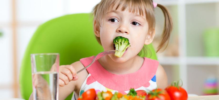 Imagem do post Alimentação saudável: É melhor investir em vegetais crus para turbinar a saúde dos filhos?