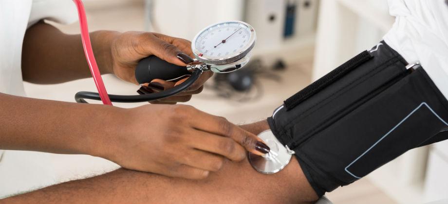 De quanto em quanto tempo é preciso medir a pressão arterial?