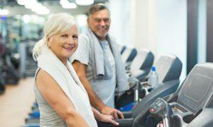 Reforçando a musculatura: confira alguns exercícios que você pode fazer para complementar o tratamento da osteoporose