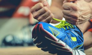 Exercício para emagrecer: qual é o melhor tipo de calçado para fazer uma corrida?