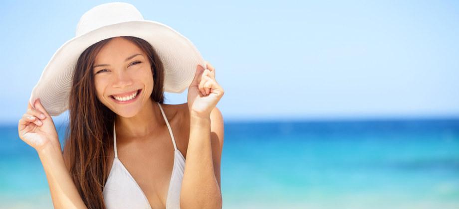 Imagem do post Bonés e chapéus são suficientes para proteger a pele sensível do sol?